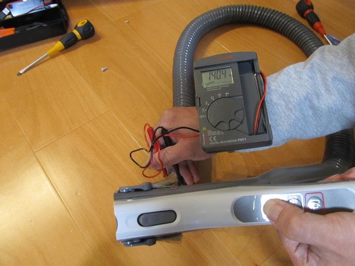 入ボタンを押して抵抗測定。抵抗値140Ωの写真です。
