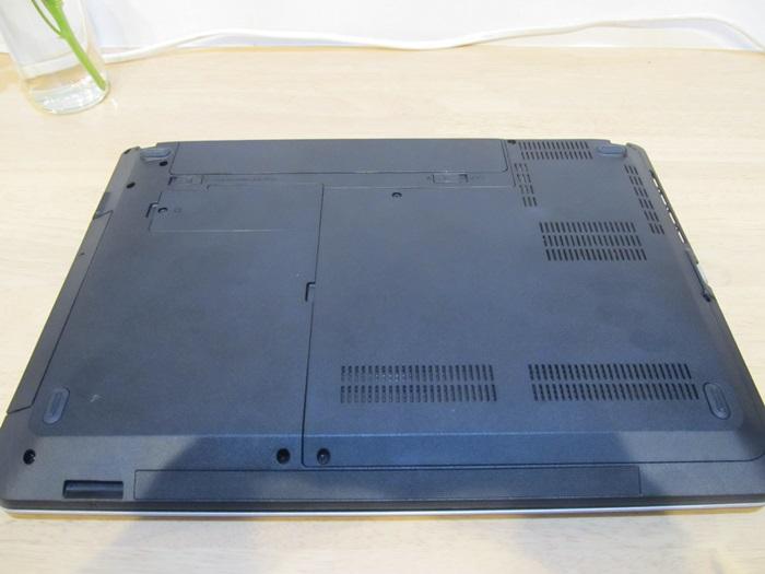 ノートPC裏面の写真