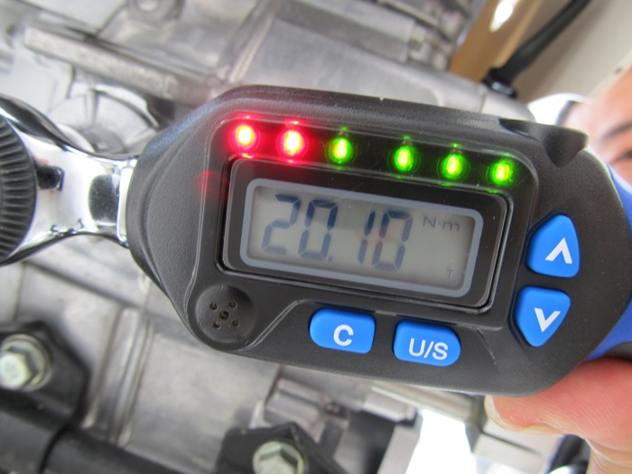 トルクレンチ。指定トルクの20N・mを表示。